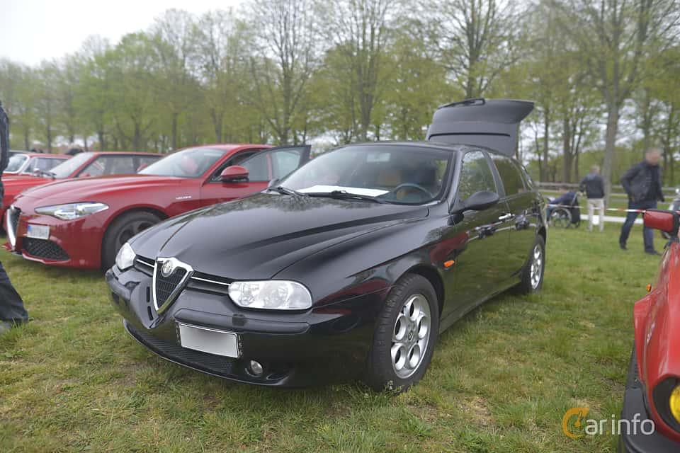 Fram/Sida av Alfa Romeo 156 Sportwagon 2.5 V6 Q-System, 190ps, 2002 på Italienska Fordonsträffen - Krapperup 2019