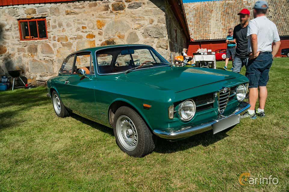 Front/Side  of Alfa Romeo Giulia 1300 Super 1.3 Manual, 87ps, 1970 at Sportbilsklassiker Stockamöllan 2019