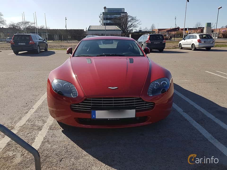 Front of Aston Martin V8 Vantage 4.7 V8 Sportshift II, 426ps, 2010