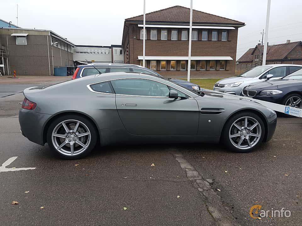 Side of Aston Martin V8 Vantage 4.3 V8 Manual, 385ps, 2006
