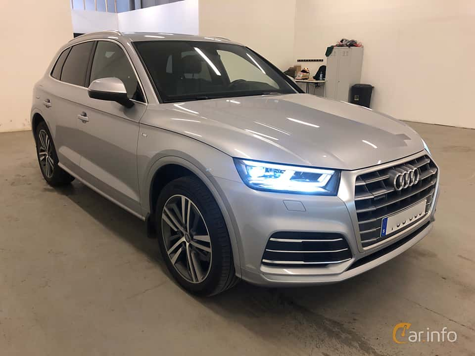 Front/Side  of Audi Q5 2.0 TDI quattro S Tronic, 190ps, 2018