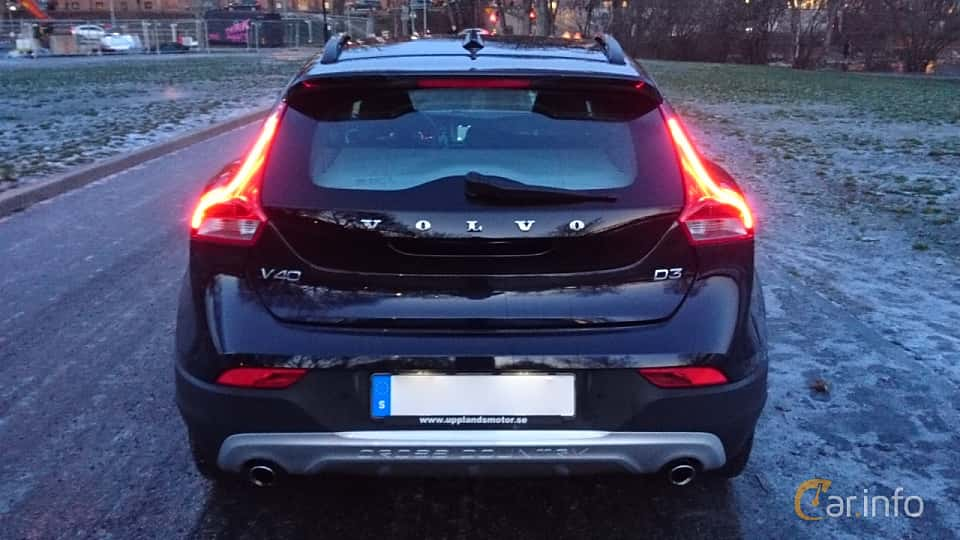 Back of Volvo V40 Cross Country D3 Geartronic, 150ps, 2016