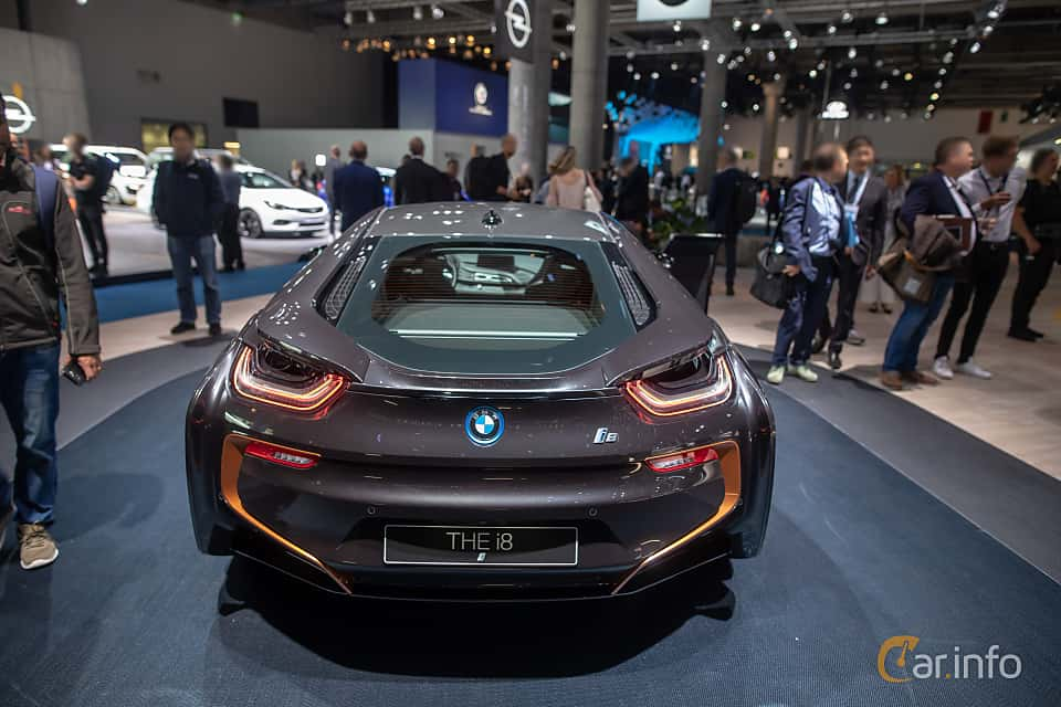 Back of BMW i8 1.5 + 11.6 kWh Steptronic, 374ps, 2020 at IAA 2019