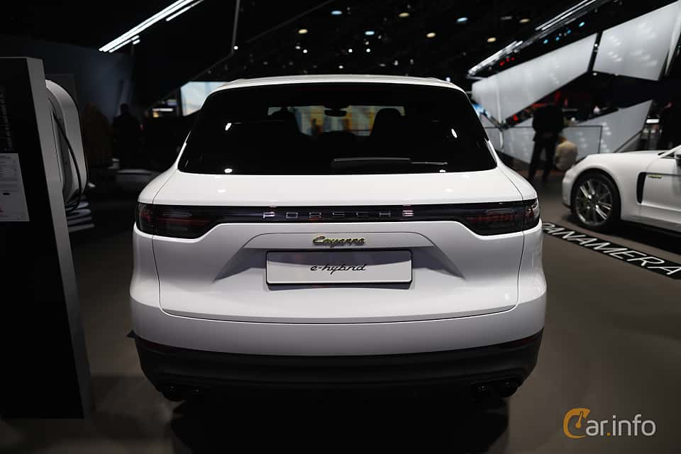 Back of Porsche Cayenne E-Hybrid 3.0 V6 4 + 14.1 kWh TipTronic S, 462ps, 2020 at IAA 2019