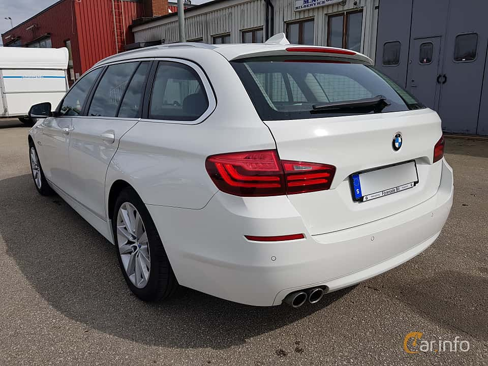 Bak/Sida av BMW 520d xDrive Touring  Steptronic, 190ps, 2017