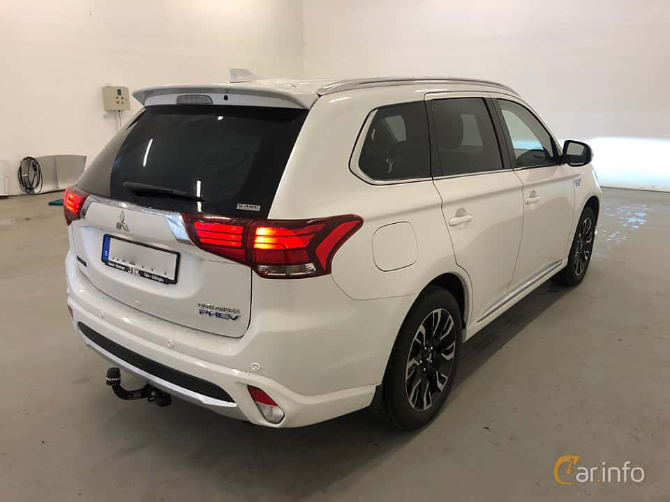Back/Side of Mitsubishi Outlander P-HEV 2.0 Hybrid 4WD CVT, 203ps, 2018