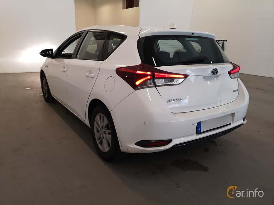 Back/Side of Toyota Auris Hybrid 1.8 VVT-i + 3JM CVT, 136ps, 2017