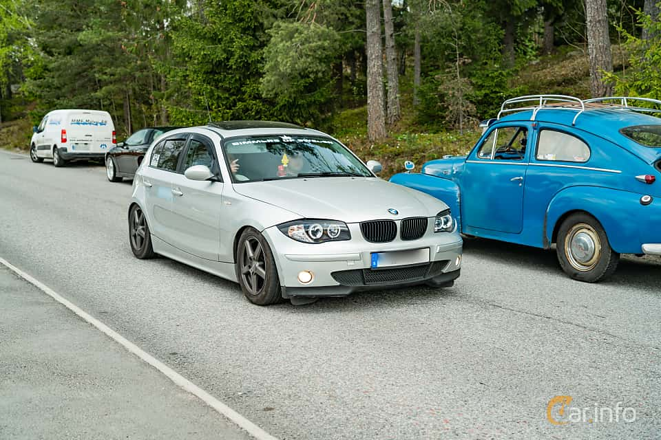 Front/Side  of BMW 118d  Manual, 122ps, 2007 at Vårcruising Järna 2019