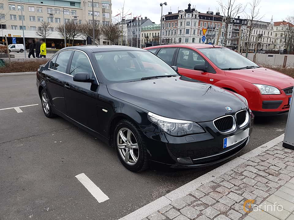 Front/Side  of BMW 520d Sedan 2.0 Automatic, 177ps, 2009