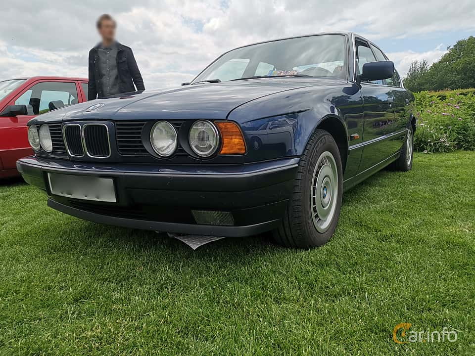 Front/Side  of BMW 520i Sedan  Manual, 150ps, 1993 at Sofiero Classic 2019