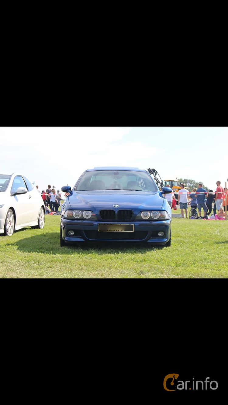 Front of BMW M5 Sedan 5.0 V8 Manual, 400ps, 2000 at Vallåkraträffen 2017