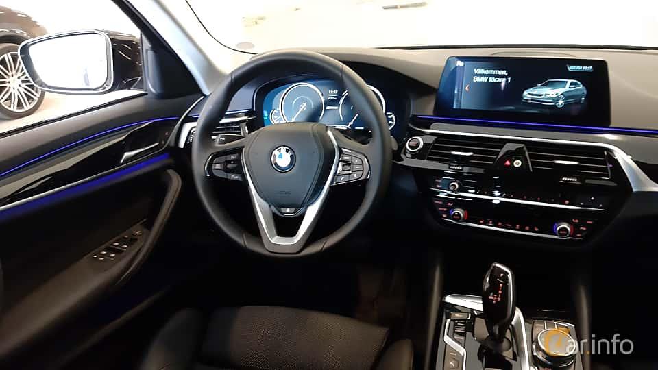 Interior of BMW 530e iPerformance Sedan  Steptronic, 252ps, 2018