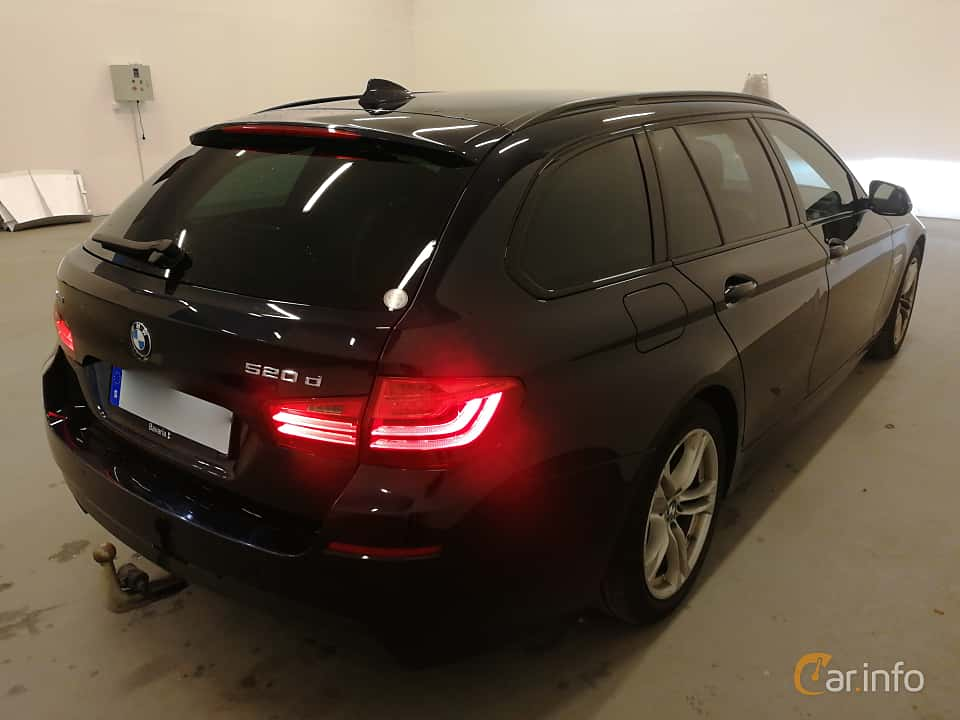 Back/Side of BMW 520d xDrive Touring  Steptronic, 190ps, 2017