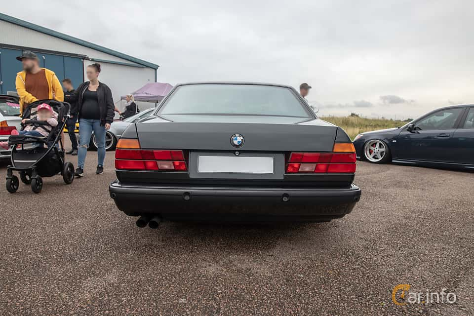 Back of BMW 740i  Automatic, 286ps, 1992 at Vallåkraträffen 2019