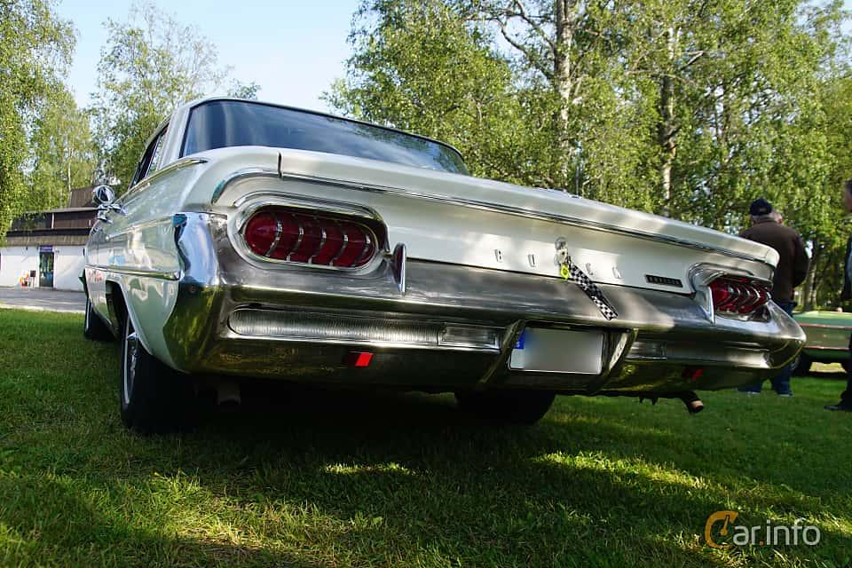 Back/Side of Buick Invicta 4-door Hardtop 6.6 V8 Automatic, 330ps, 1961 at Onsdagsträffar på Gammlia Umeå 2019 vecka 28