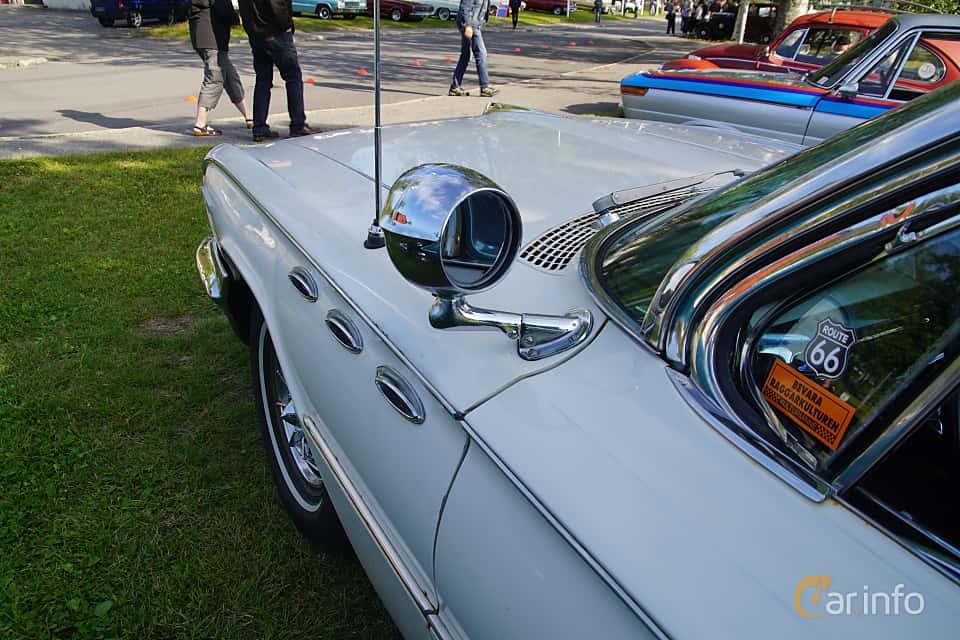 Close-up of Buick Invicta 4-door Hardtop 6.6 V8 Automatic, 330ps, 1961 at Onsdagsträffar på Gammlia Umeå 2019 vecka 28