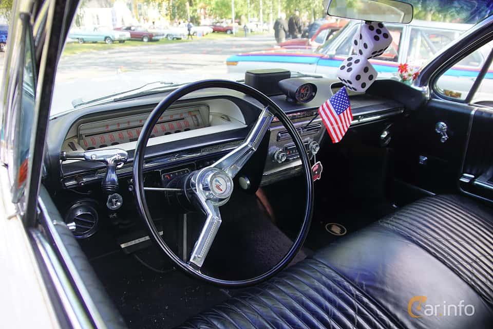 Interior of Buick Invicta 4-door Hardtop 6.6 V8 Automatic, 330ps, 1961 at Onsdagsträffar på Gammlia Umeå 2019 vecka 28