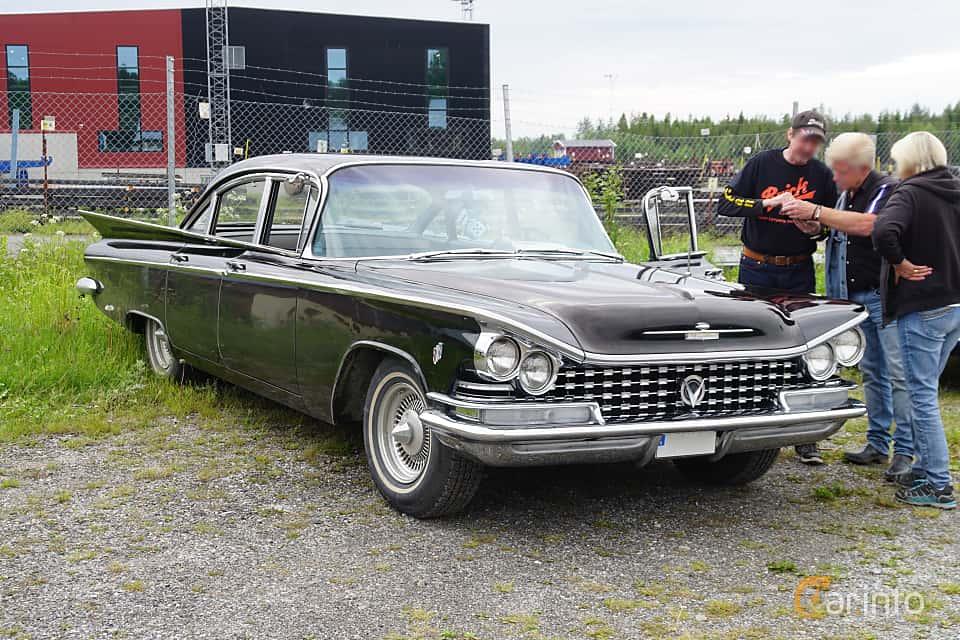 Front/Side  of Buick LeSabre 4-door Sedan 6.0 V8 Automatic, 254ps, 1959 at Motorträff på Olofsfors Bruk 2019