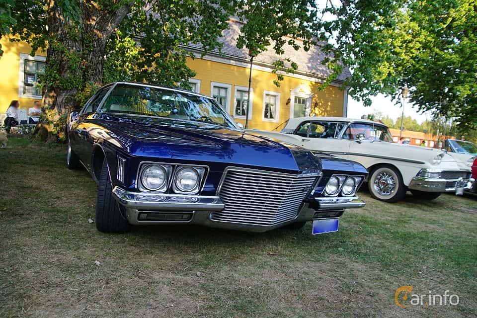 Front/Side  of Buick Riviera 7.5 V8 Automatic, 259ps, 1971 at Onsdagsträffar på Gammlia v.33 / 2018