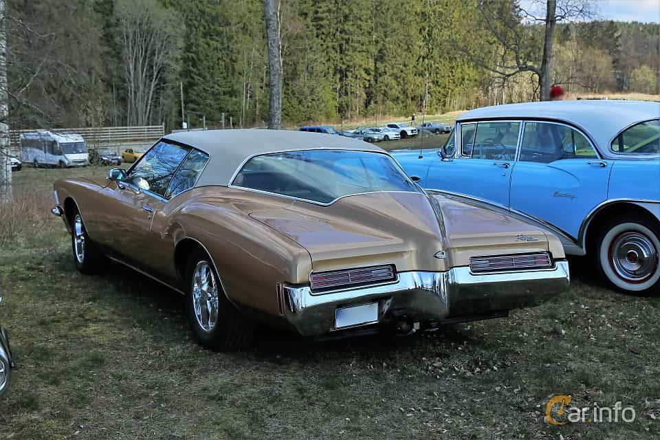 Back/Side of Buick Riviera GS 7.5 V8 Hydra-Matic, 335ps, 1971 at Uddevalla Veteranbilsmarknad Backamo, Ljungsk 2019