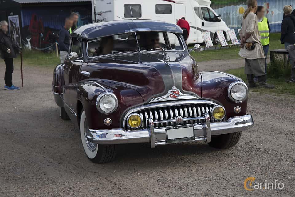 Front/Side  of Buick Roadmaster Sedanet 5.2 Automatic, 152ps, 1948 at Tisdagsträffarna Vikingatider v.25 / 2017