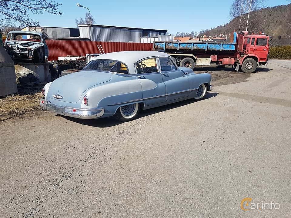 Back/Side of Buick Super Tourback Sedan 4.3 Automatic, 130ps, 1950
