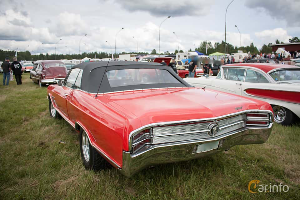 Back/Side of Buick Wildcat Convertible 1965 at Classic Car Week Rättvik 2015
