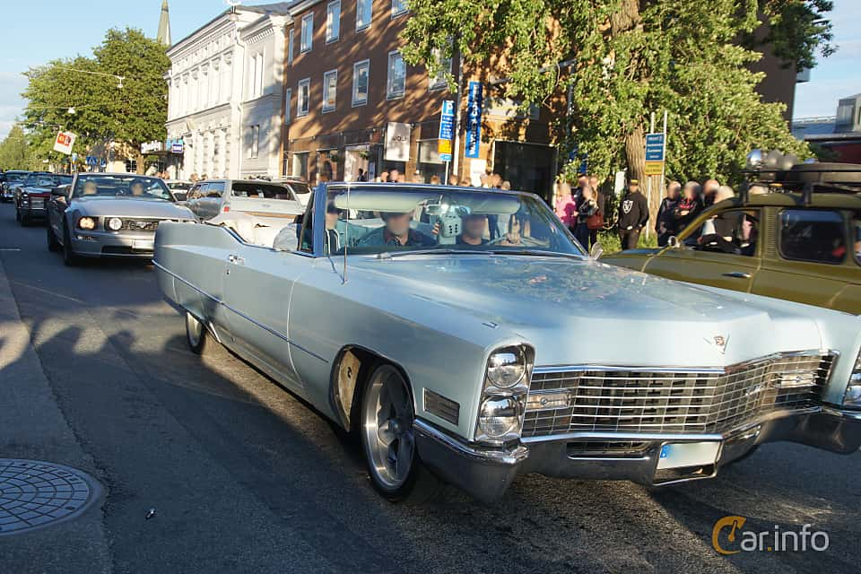 Front/Side  of Cadillac De Ville Convertible 7.0 V8 OHV Hydra-Matic, 345ps, 1967 at Umeå Wheels Nations Norr 2019