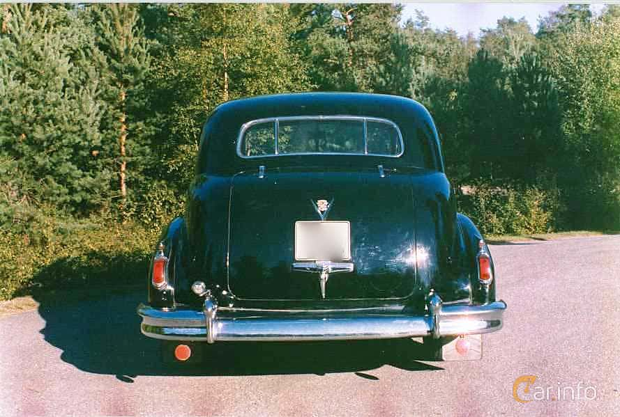 Back of Cadillac Fleetwood Seventy-Five Sedan 5.7 V8 Hydra-Matic, 152ps, 1948