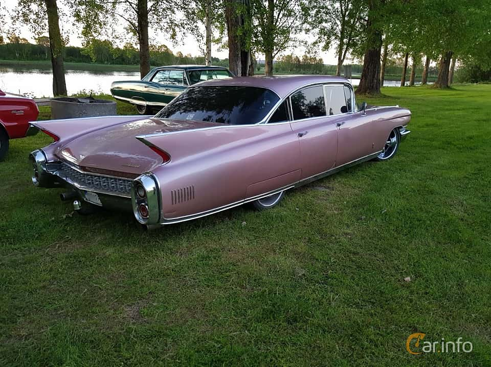 Back/Side of Cadillac Fleetwood Sixty Special 6.4 V8 OHV Hydra-Matic, 330ps, 1960