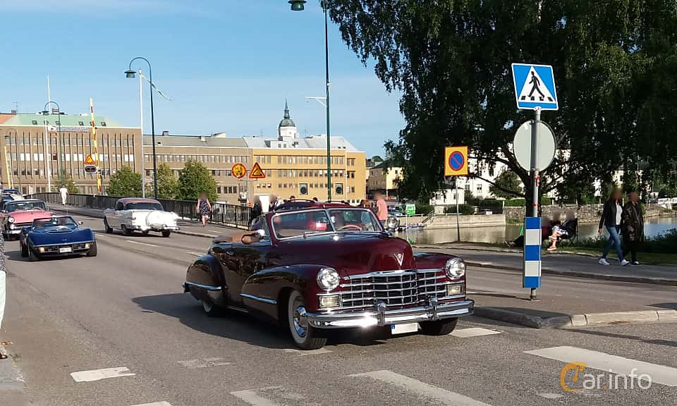 Front/Side  of Cadillac Sixty-Two Convertible Coupé 5.7 V8 Hydra-Matic, 152ps, 1947 at Nostalgidagarna Härnösand 2019