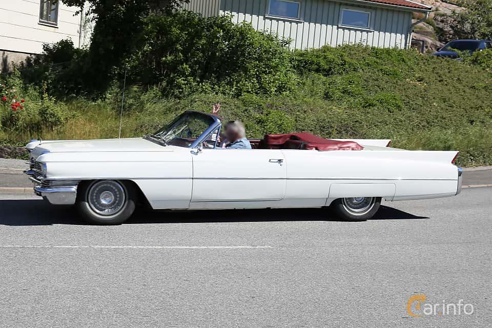 Sida av Cadillac Sixty-Two Convertible 6.4 V8 OHV Hydra-Matic, 330ps, 1963 på Cruising Lysekil 2019