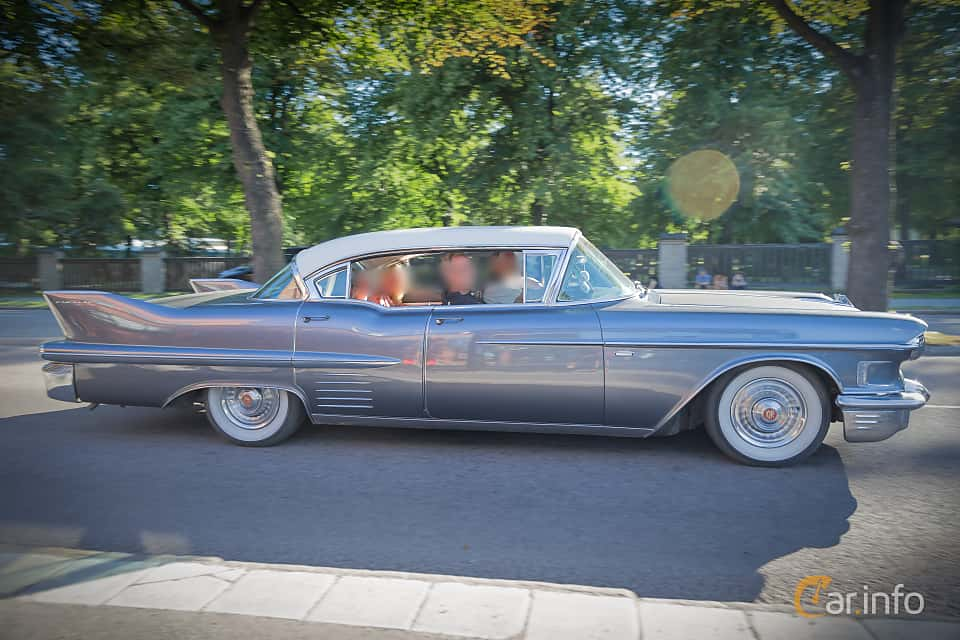 Side  of Cadillac Sixty-Two Sedan de Ville 6.0 V8 Automatic, 314ps, 1958 at Power Big Meet 2015