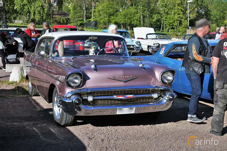 Front/Side  of Chevrolet Bel Air Sport Sedan 4.3 V8 Manual, 165ps, 1957 at Kungälvs Kulturhistoriska Fordonsvänner  2019 Torsdag vecka 20
