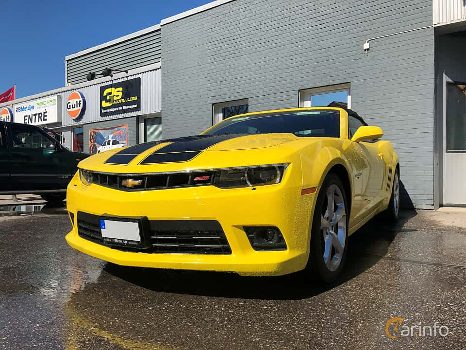 Front/Side of Chevrolet Camaro SS Convertible 6.2 V8 Automatic, 405ps, 2015