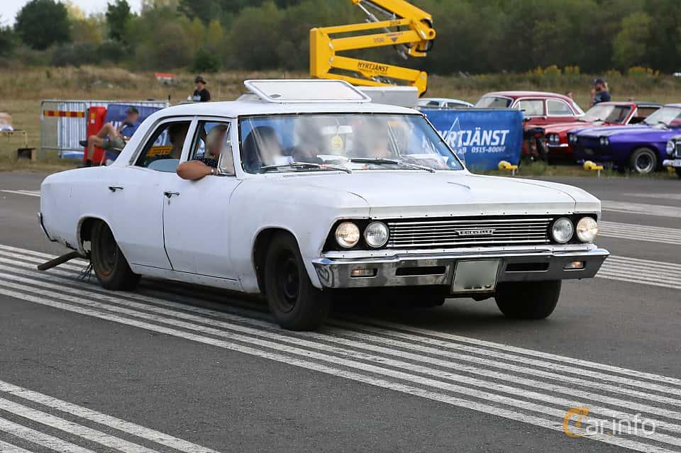 Front/Side  of Chevrolet Chevelle Malibu 4-door Sedan 3.8 Powerglide, 142ps, 1966 at Falköping Nasco Yankee Meet 2018