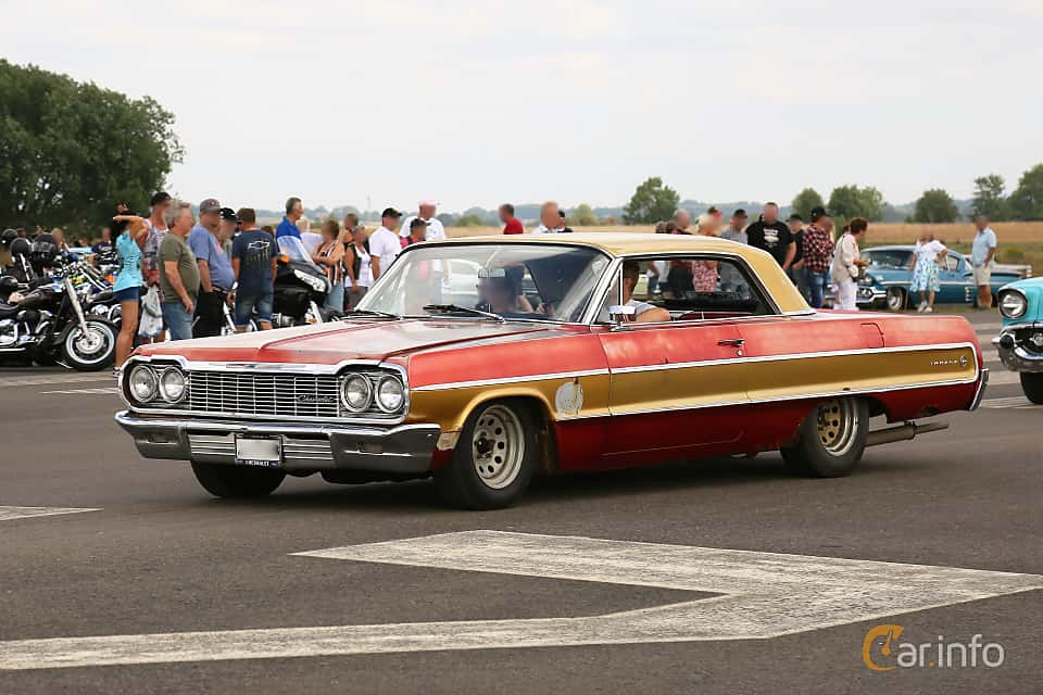 Front/Side  of Chevrolet Impala Sport Coupé 4.6 V8 Manual, 198ps, 1964 at Falköping Nasco Yankee Meet 2018