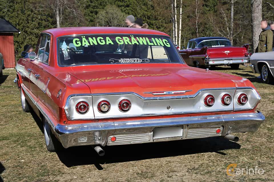 Back/Side of Chevrolet Impala Sport Sedan 4.6 V8 Powerglide, 198ps, 1963 at Uddevalla Veteranbilsmarknad Backamo, Ljungsk 2019
