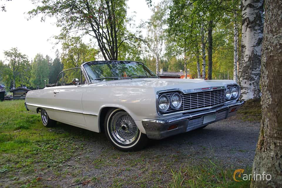 Front/Side  of Chevrolet Impala Convertible 4.6 V8 Manual, 198ps, 1964 at Onsdagsträffar på Gammlia Umeå 2019 vecka 35