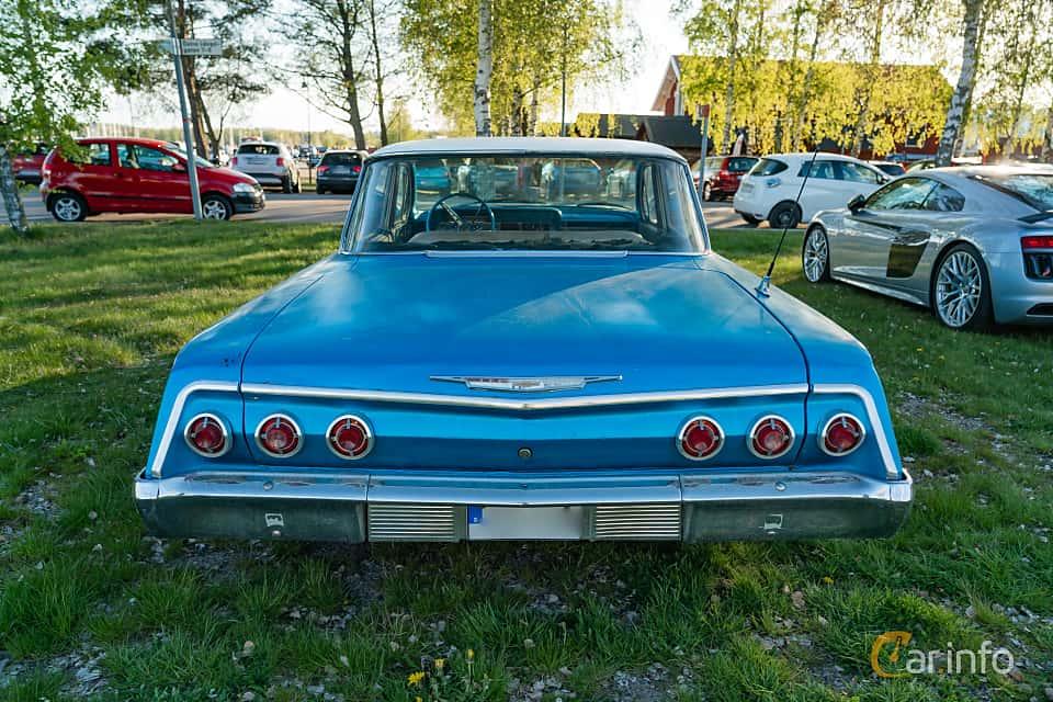 """Back of Chevrolet Impala Sedan 3.9 Powerglide, 137ps, 1962 at Nyköpings hamnträffar 2019 Vecka 20  Tema: """"Kvinnor vid ratten"""""""
