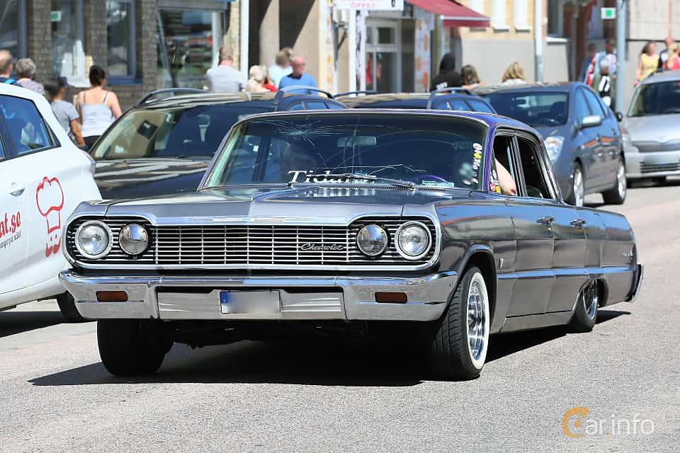 Front/Side  of Chevrolet Impala Sedan 4.6 V8 Powerglide, 198ps, 1964 at Cruising Lysekil 2019