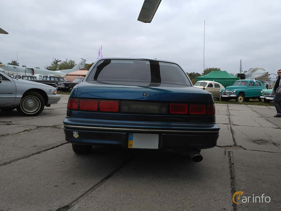 Back of Chevrolet Lumina 3.1 V6 Automatic, 137ps, 1990 at Old Car Land no.2 2017