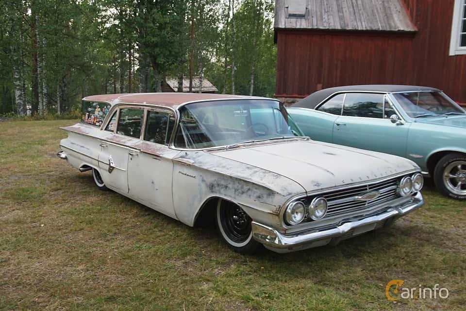 Front/Side  of Chevrolet Parkwood 4.6 V8 Powerglide, 233ps, 1960 at Onsdagsträffar på Gammlia Umeå 2019 vecka 32