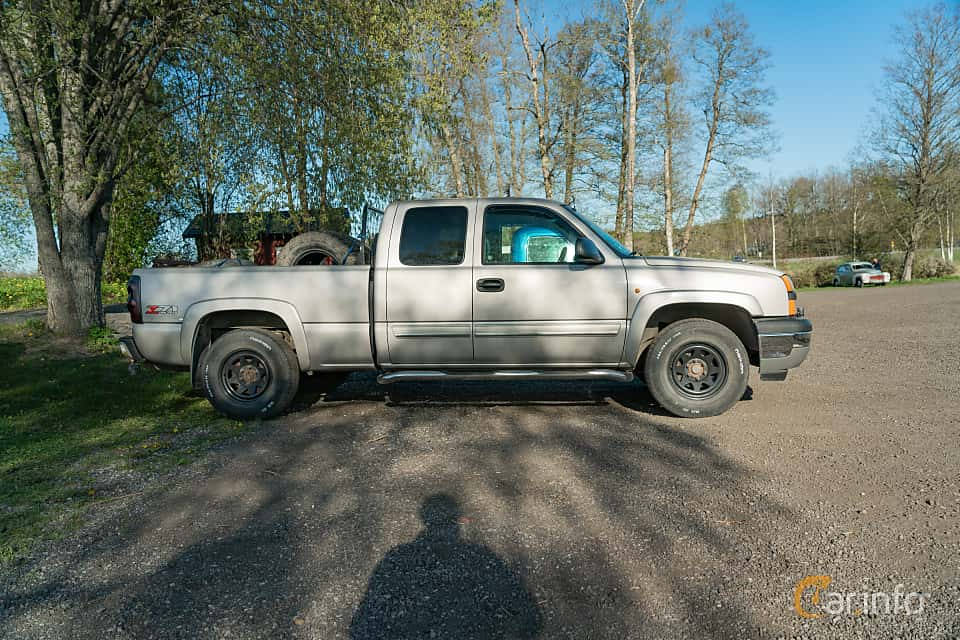 Side  of Chevrolet Silverado 1500 Extended Cab 5.3 V8 4WD Automatic, 299ps, 2005 at Lissma Classic Car 2019 vecka 20