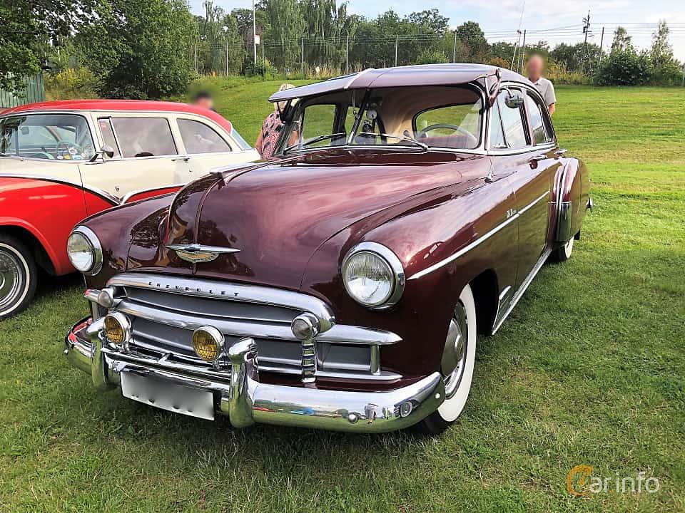 Front/Side  of Chevrolet Styleline Deluxe 4-door Sedan 3.5 Manual, 93ps, 1950 at Bil & MC-träffar i Huskvarna Folkets Park 2019 vecka 32 tema Hot Rods