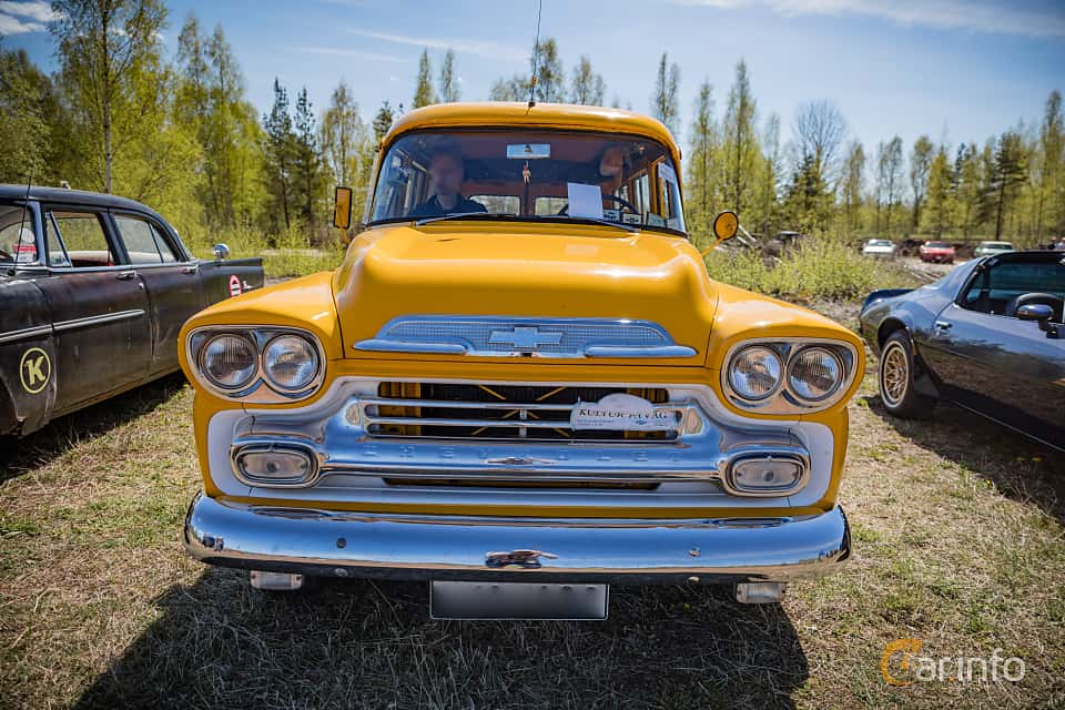 Front  of Chevrolet Suburban Carryall 3.9 Manual, 137ps, 1959 at Örebro Spring meet 2016