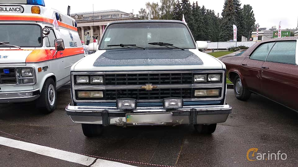 Front  of Chevrolet Suburban 4-door 1991 at Old Car Land no.2 2018