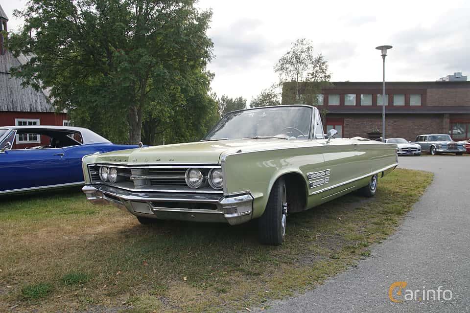 Front/Side  of Chrysler 300 Convertible 6.3 V8 TorqueFlite, 330ps, 1966 at Onsdagsträffar på Gammlia Umeå 2019 vecka 32