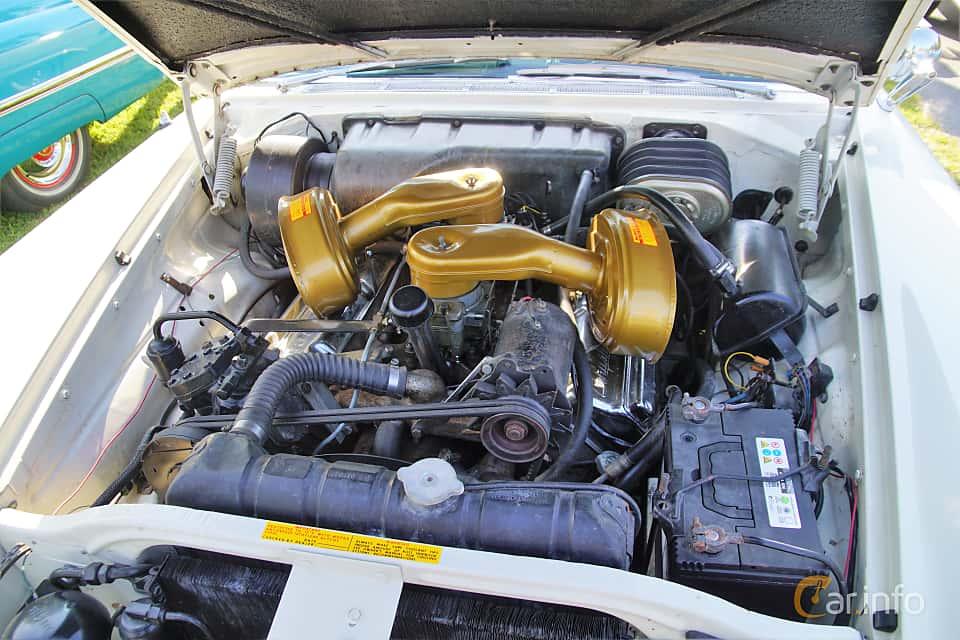Motorutrymme av Chrysler 300C Hardtop 6.4 V8 TorqueFlite, 396ps, 1957 på Onsdagsträffar på Gammlia Umeå 2019 vecka 28