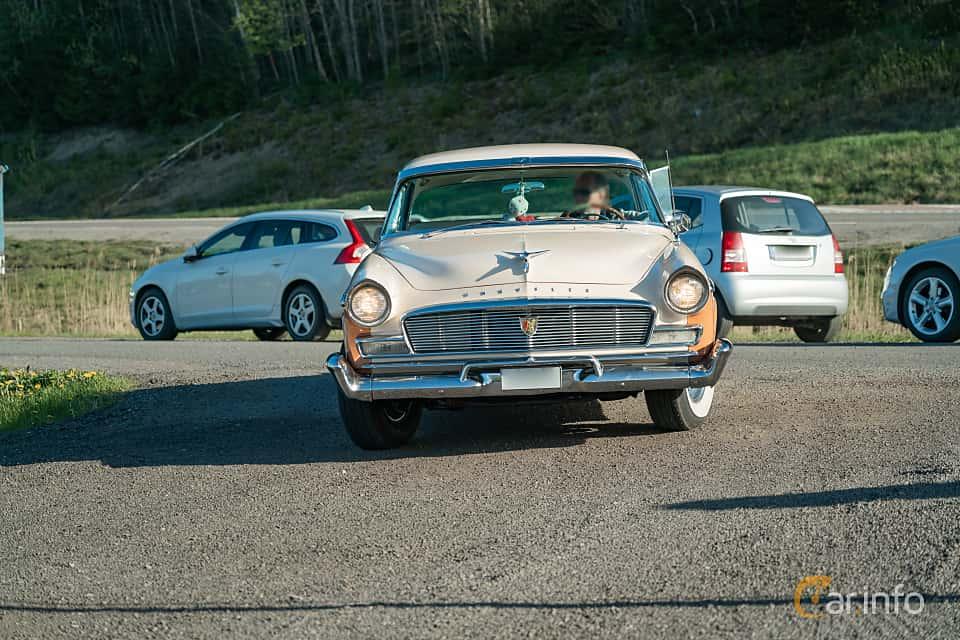 Fram av Chrysler New Yorker Newport 4-door 5.8 V8 PowerFlite, 284ps, 1956 på Lissma Classic Car 2019 vecka 20